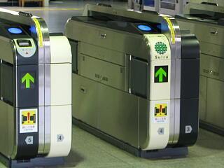 自動改札機は自信のないロボット カナダからのブログ